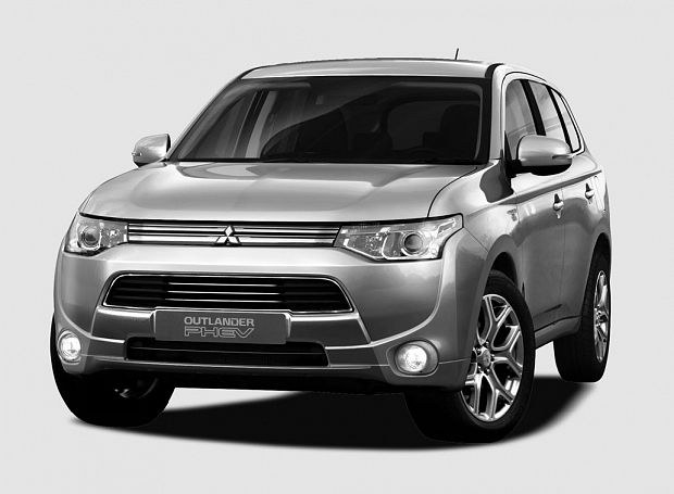 le mitsubishi outlander phev en vente au japon ecolo auto. Black Bedroom Furniture Sets. Home Design Ideas