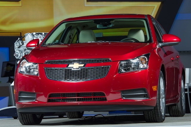 244990-large-Salon_Chicago_2013_Chevrolet_Cruze_Diesel_2014-08