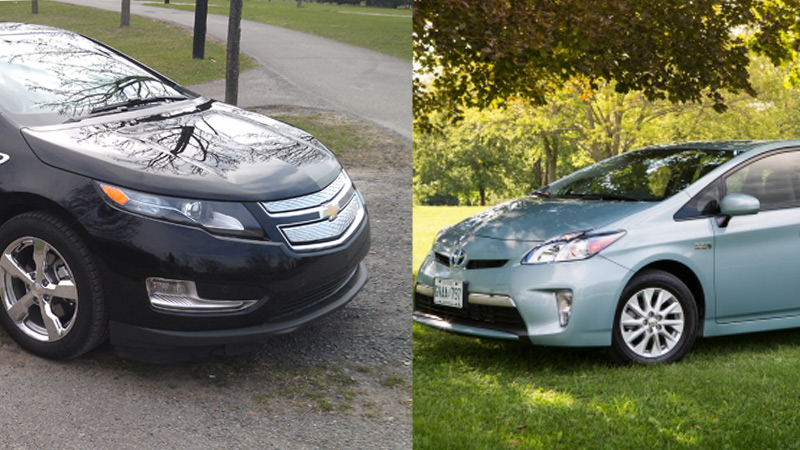 comparatif chevrolet volt 2013 vs toyota prius phev 2013 le match des voitures branch es. Black Bedroom Furniture Sets. Home Design Ideas