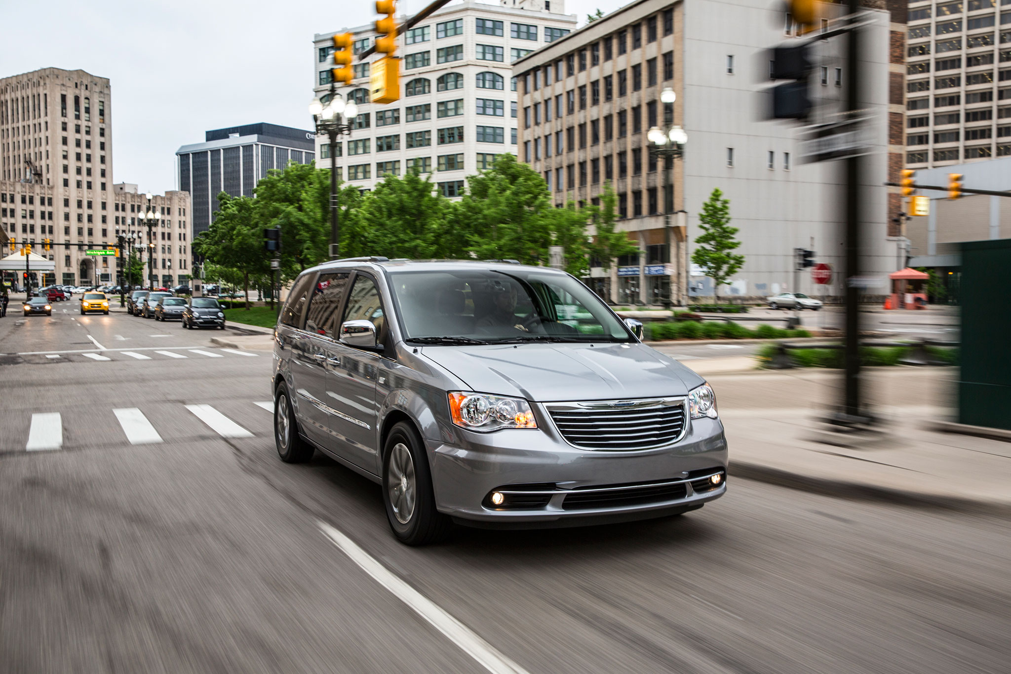 2014-chrysler-town-and-country-30th-anniversary-edition-front-passengers-side-in-motion