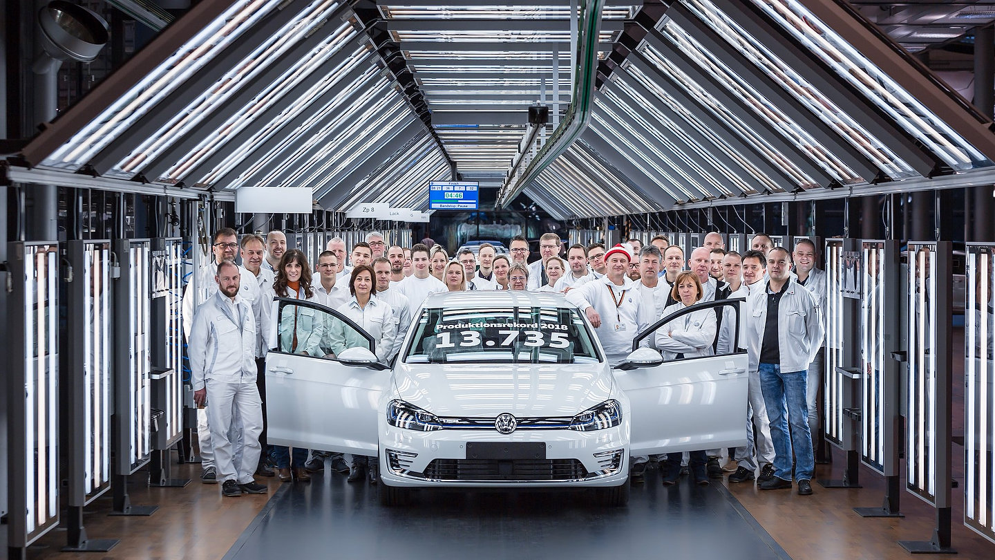 Volkswagen e-Golf production record at the Glass Factory