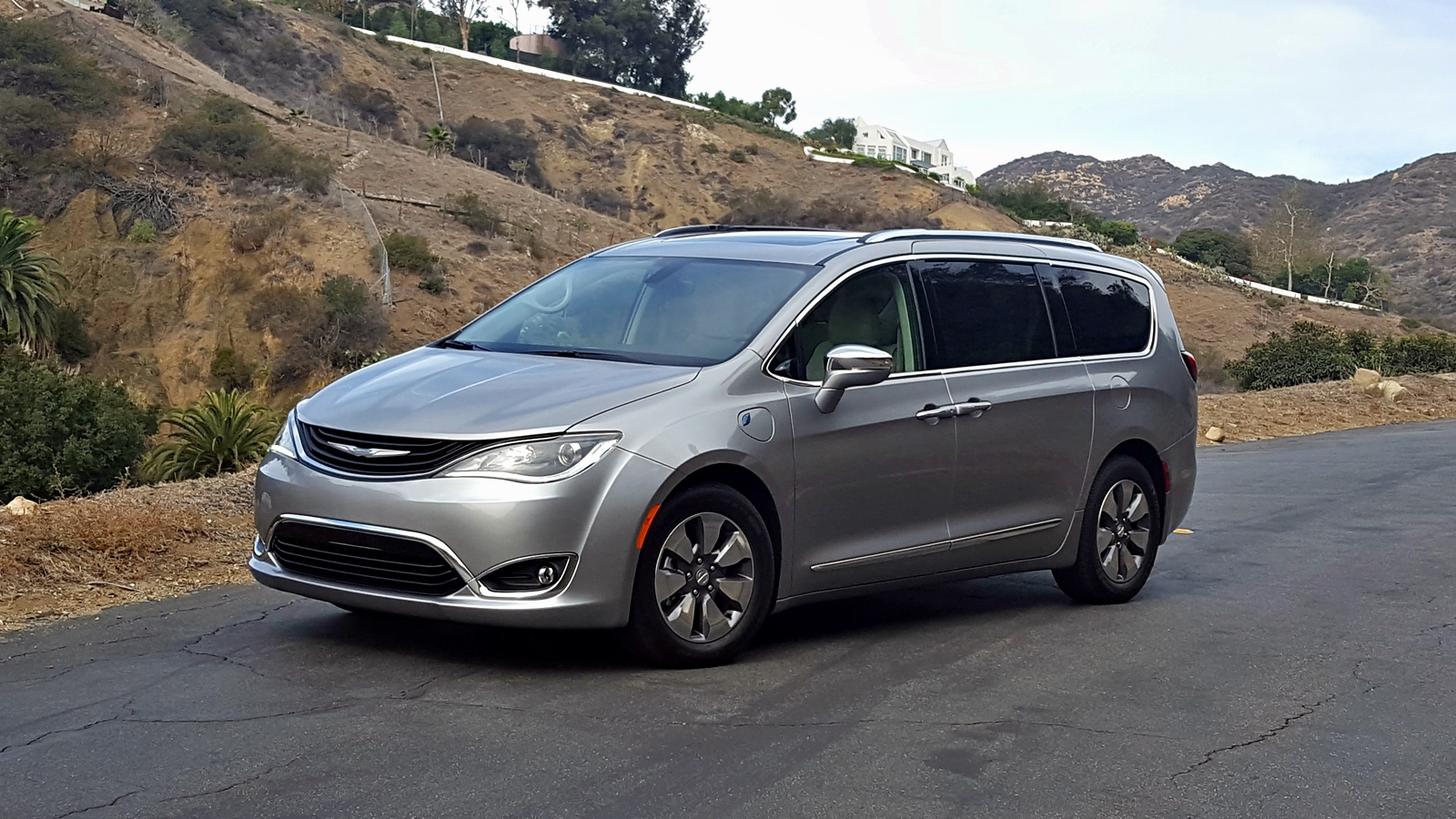 chrysler-pacifica-hybride-2017-25