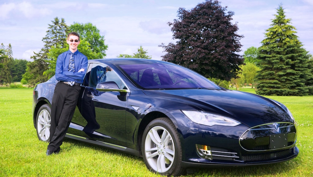 il s ach te une tesla model s 17 ans ecolo auto. Black Bedroom Furniture Sets. Home Design Ideas