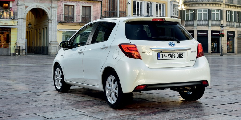 Voici la toyota yaris 2015 ecolo auto for Interieur yaris 2015