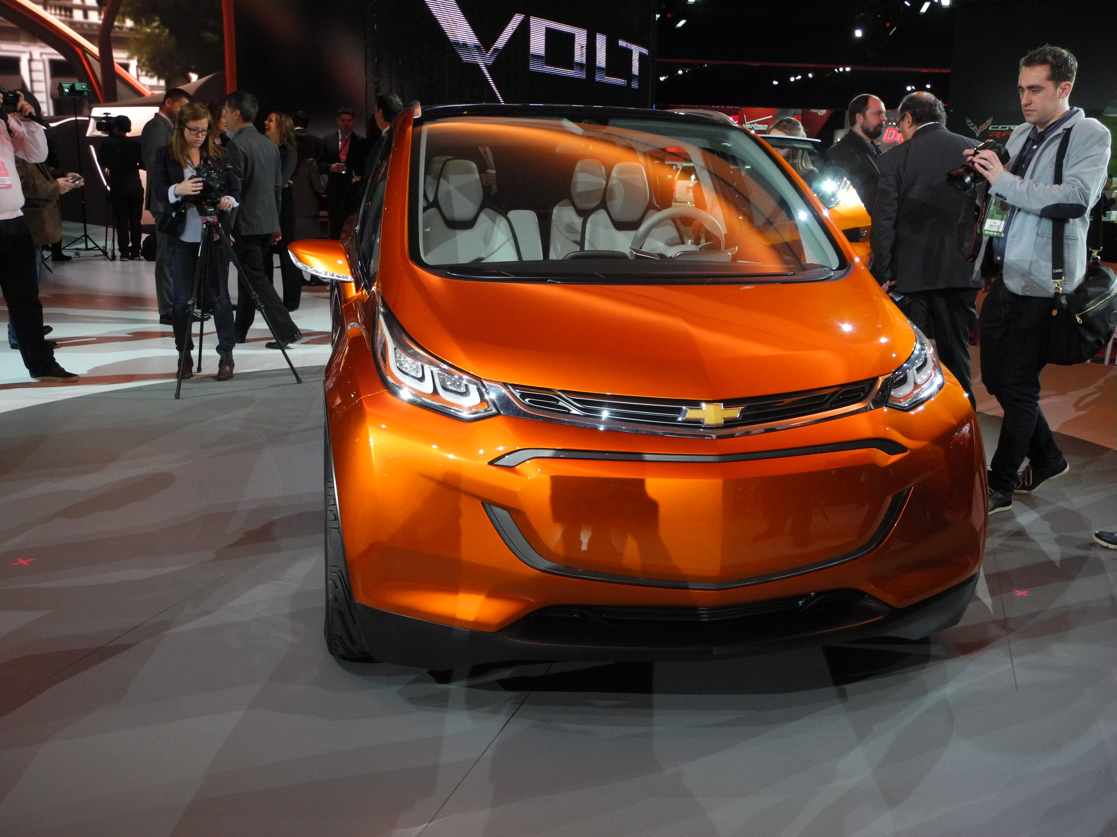 chevrolet bolt ev concept une lectrique abordable ecolo auto. Black Bedroom Furniture Sets. Home Design Ideas